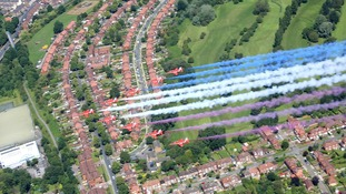 Tour de France cyclist flies with Red Arrows