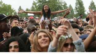 Crowds gathering at Wireless
