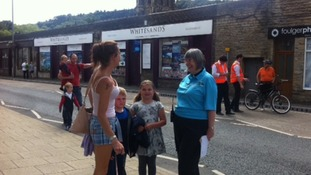 Tour maker Ruth Dowson helping fans