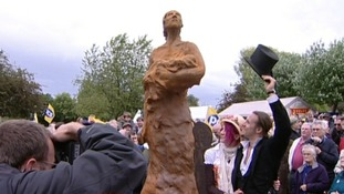 The unveiled statue by Luke Perry the sculpter and who it is said to be modelled on his wife Natalie Perry