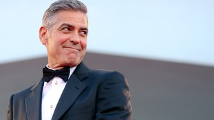 George Clooney received an apology from the Daily Mail newspaper.
