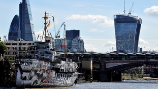Embankment 'dazzled' by WWI commemoration ship