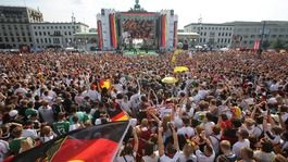 German football team given heroes' welcome in Berlin