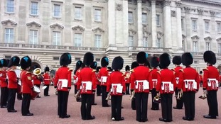Palace guards' impromptu Game of Thrones rendition