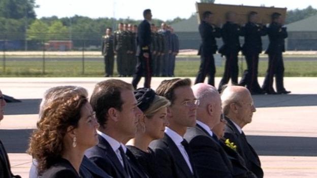 MH17_service_clip