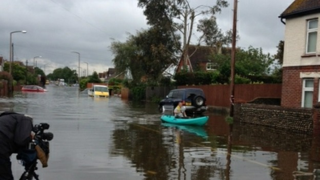 Bognor Regis: Local man does daily commute in a canoe.