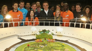 Artistic Director Danny Boyle with London 2012 volunteers.
