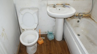 Scum, dirt and mold in the bathroom