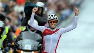 England's Lizzie Armitstead celebrates her victory in the Commonwealth Games womens road race.