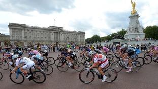 Riders make their way past Buckingham Palace