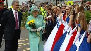 Carnival Queens greet Queen Elizabeth II