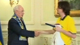 Euro 2012: Ola Sjostedt, head of the Swedish supporters club, gives Ukrainian PM his six pack of Swedish beer
