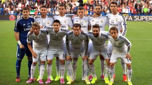 Ronaldo is clearly standing on tip-toes in the team picture