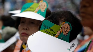 Many in the crowd wore cardboard hats with 'Viva il Papa, Francesco!'