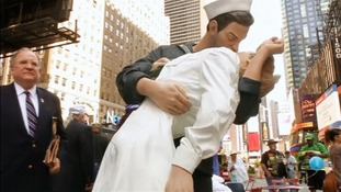 A replica stature was made of the famous photograph taken by Alfred Eisenstaedt.