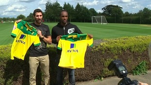 Carlos Cuéllar and Cameron Jerome pose with their new shirts.