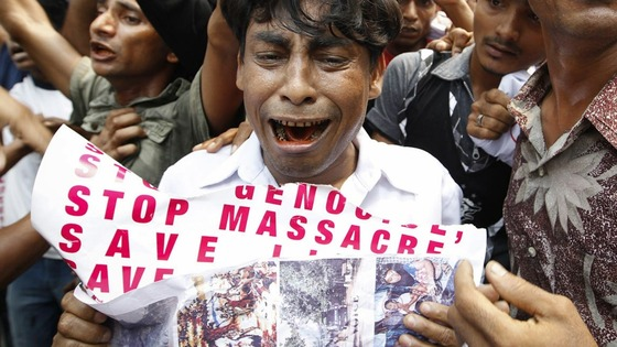 Burma&#x27;s ethnic Rohingya Muslims in Malaysia  protest outside the Myanmar embassy 