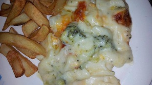 Cheesy pasta and chips