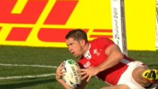 Shane Williams scoring try