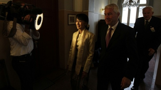 Aung San Suu Kyi arrives at the Nobel Institute for a meeting with the Norwegian Nobel Committee in Oslo