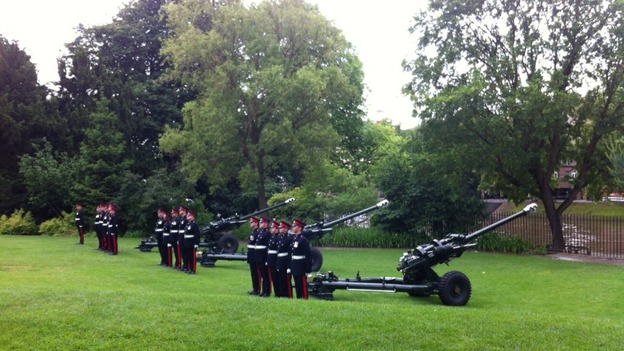 Troops firing the Queen&#x27;s gun salute in York