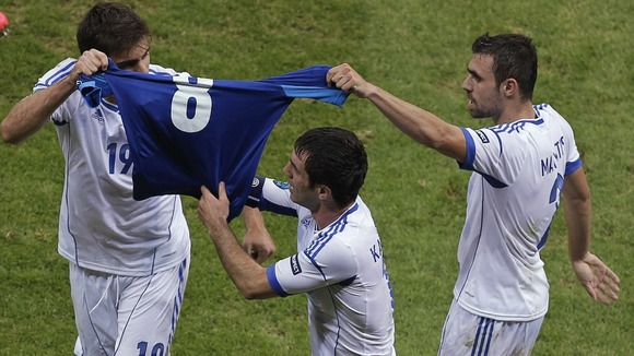 Greek goal celebration tribute to Avraam Papadopoulos