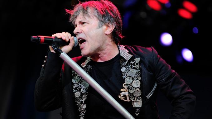 Iron Maiden frontman lands at Duxford - ITV News