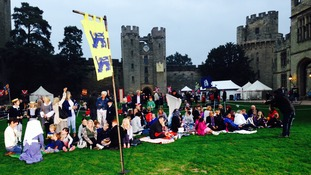 Parents and their children are arriving at Warwick Castle