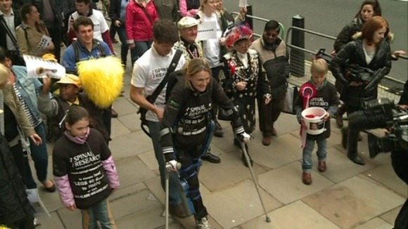Claire Lomas walking at the London marathon