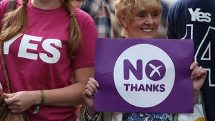 Yes and No supporters in Edinburgh