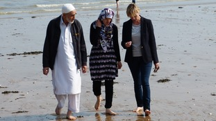 Julie joined Hadisa and her father on a trip to the British seaside.