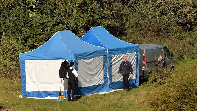 A police tent in Boston Manor Park & Body thought to be murder suspect u0027badly decomposedu0027 - ITV News