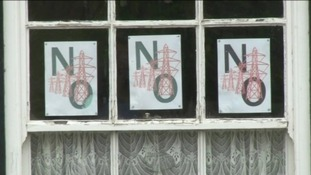 A 'No Plyons' sign