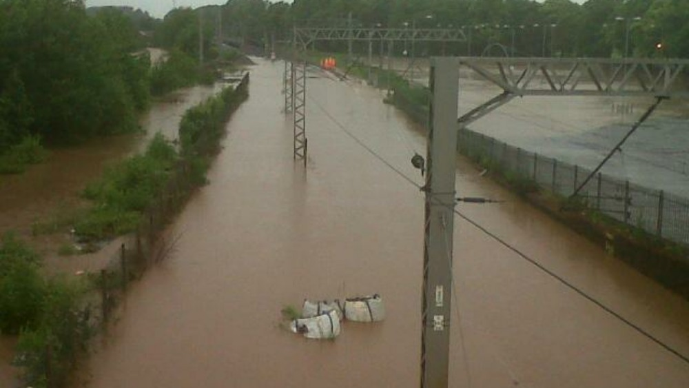 west coast main line closed due to flooding