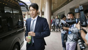 Shinji Kagawa getting into a car