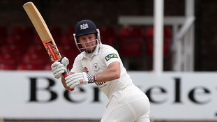 Ex-England wicketkeeper signs for Gloucestershire