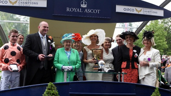 The Queen presents the trophy to owners of Black Caviar at Royal Ascot