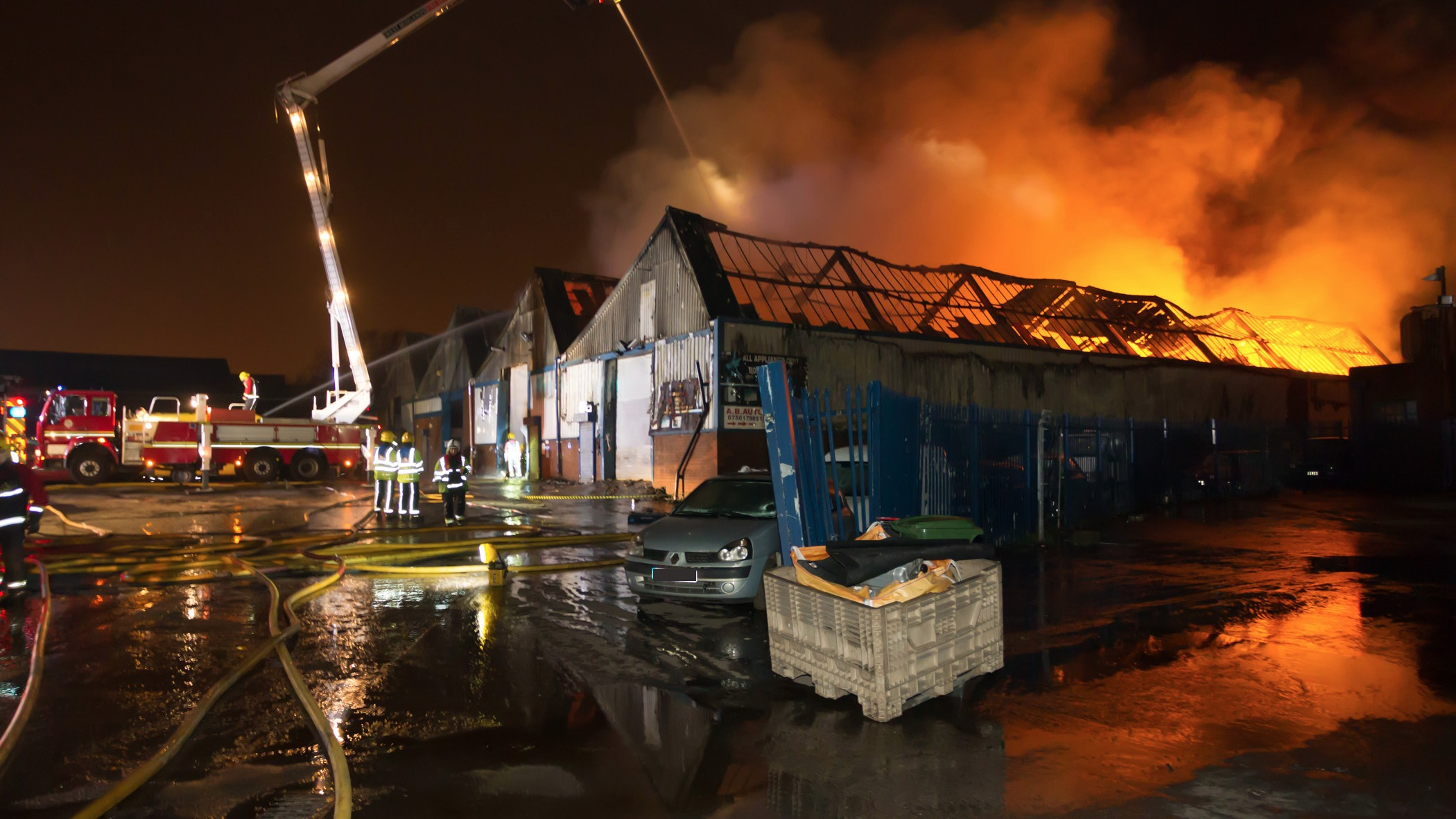 latest pictures from scene of major fire in bilston. Black Bedroom Furniture Sets. Home Design Ideas