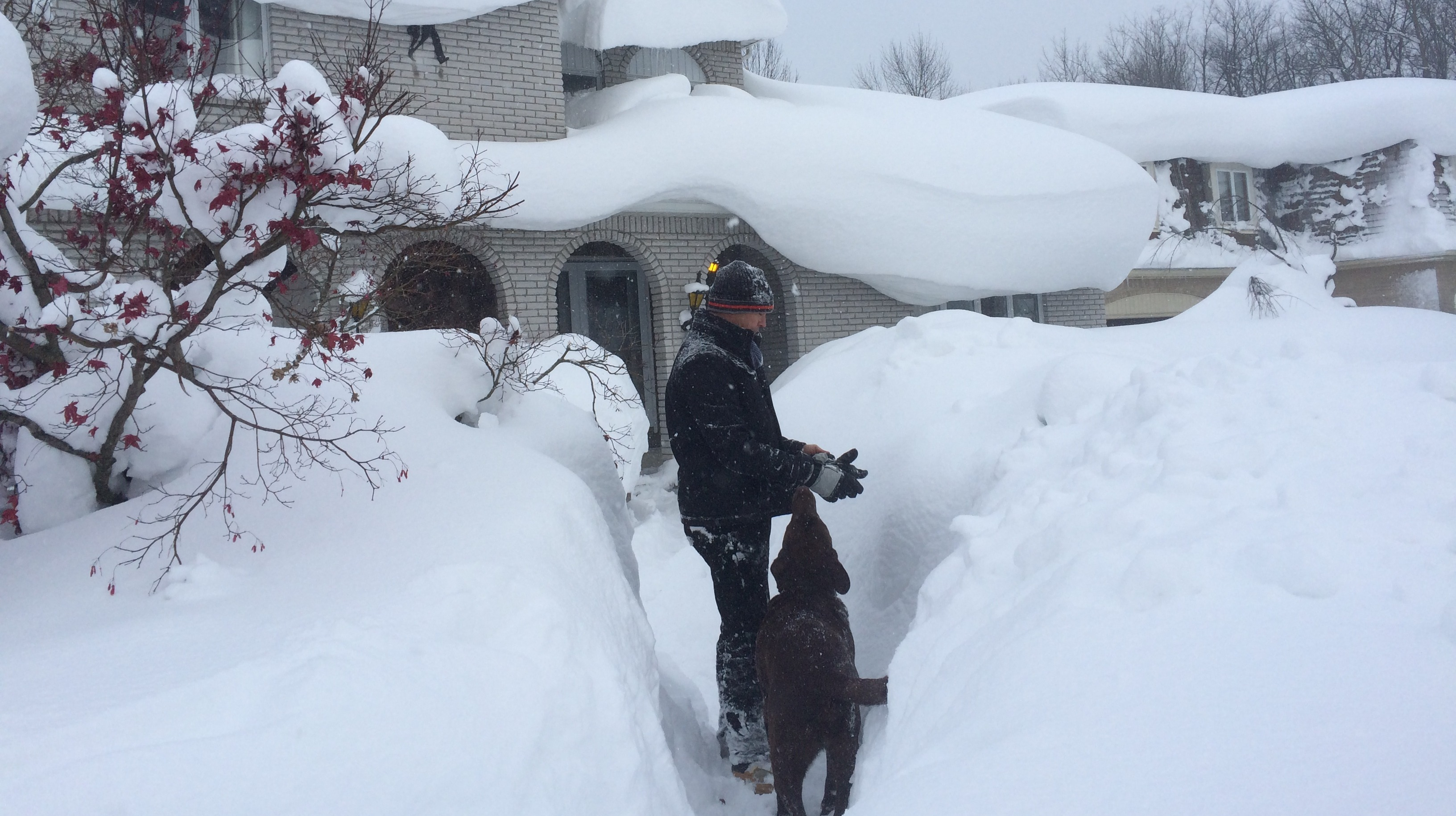 In Pictures Snow Causes Chaos In New York State Itv News