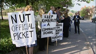 Parents are calling for teachers to go back to work at Nottinghamshire secondary school