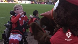 Oskar gives a high ten to the Robins mascot