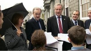 La Mare de Carteret students meet politicians
