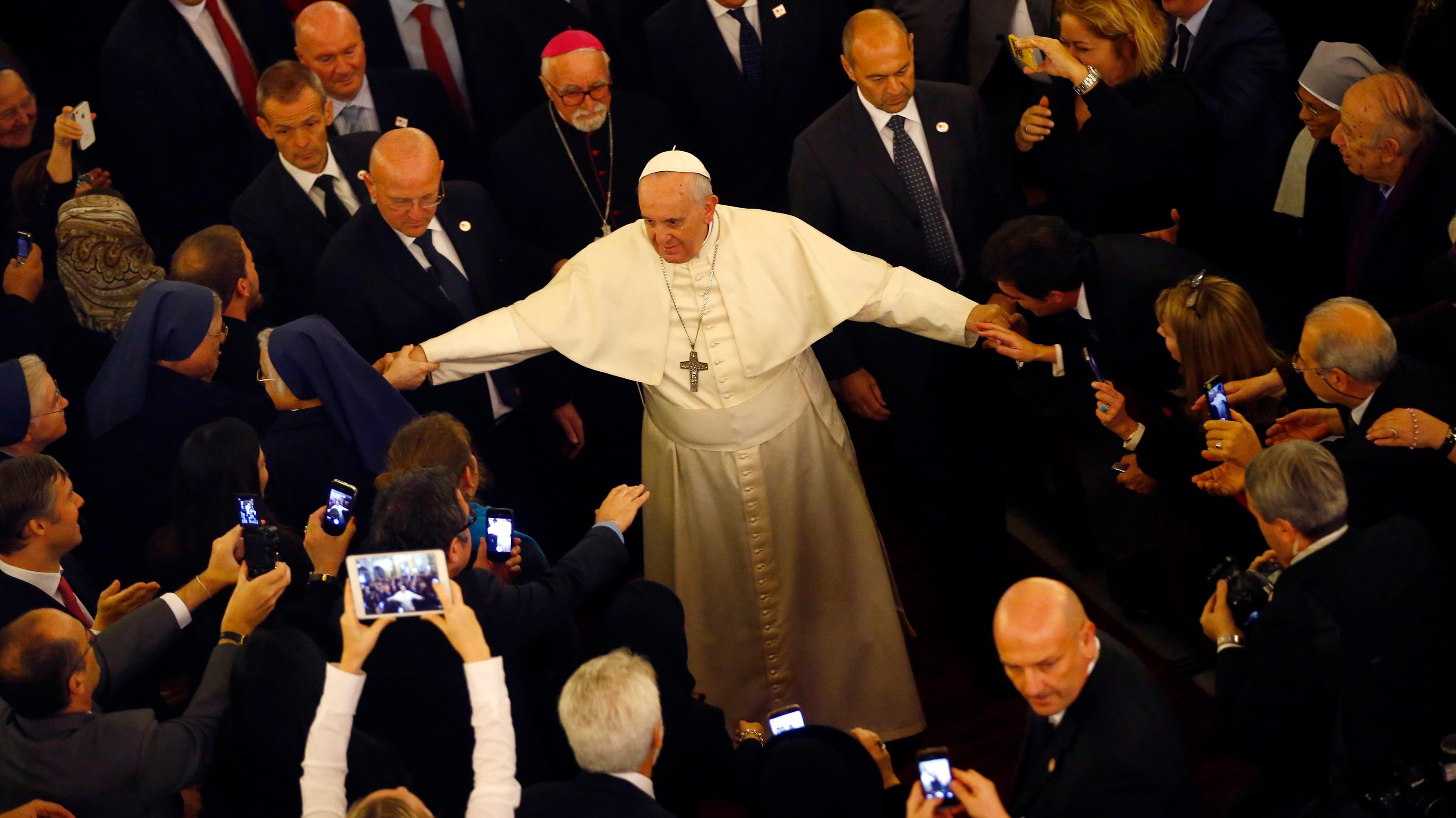 Kuva: Paavi, valkeuden enkeli
