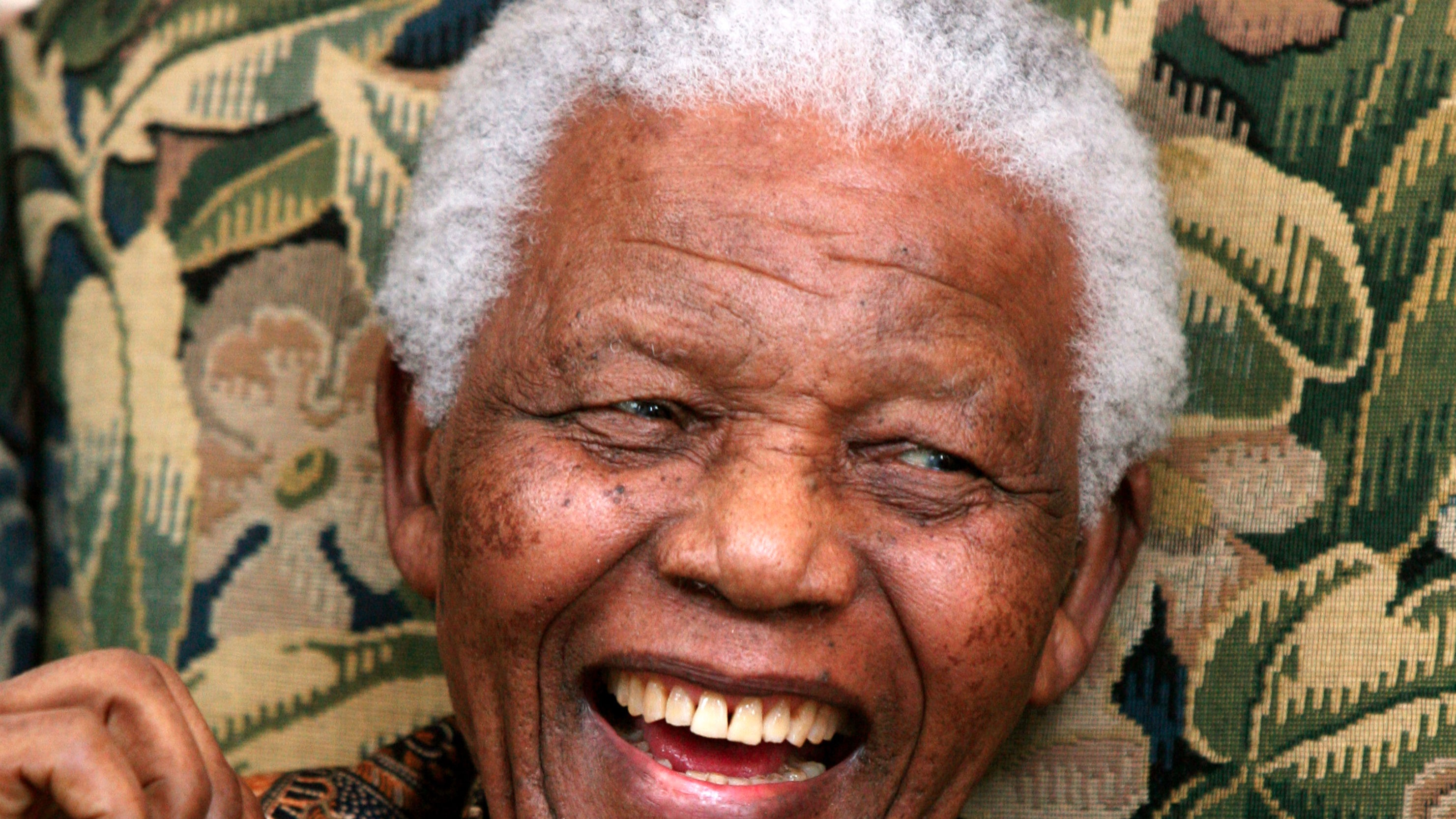 Pictures of the late nelson mandela BBC - History - Nelson Mandela released from prison
