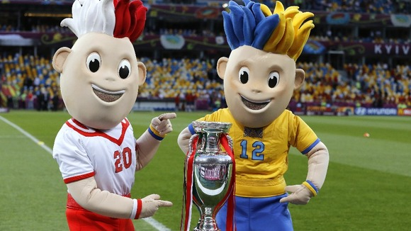 The Euro 2012 mascots with the trophy in Kiev.