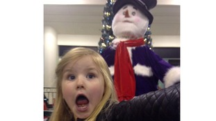 Five-year-old wins £500 for 'snowman selfie'