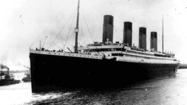 'Titanic Love' is a romantic comedy about a couple's obsession with the Titanic that sank 100 years ago.