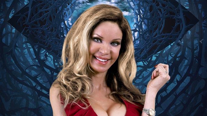 Model Alicia Douvall.