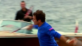 Tennis stars Roger Federer and Lleyton Hewitt play across Sydney Harbour Bridge