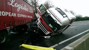Lorry crash shuts M25 but miraculously no one is hurt
